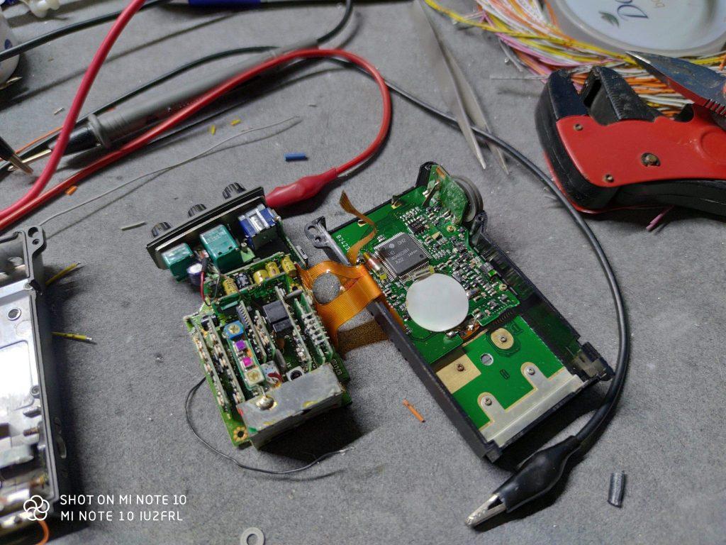 Riparazione di un ICOM IC-R1 che non si accende