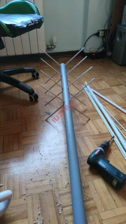 Antenna cross yagi per comunicazioni satellitari